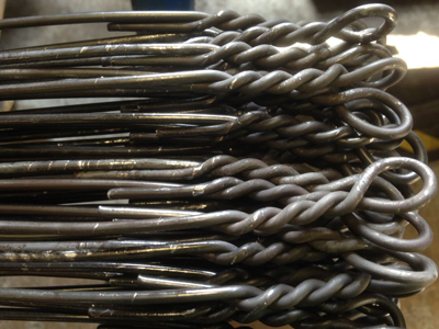 Cut & looped baling wire
